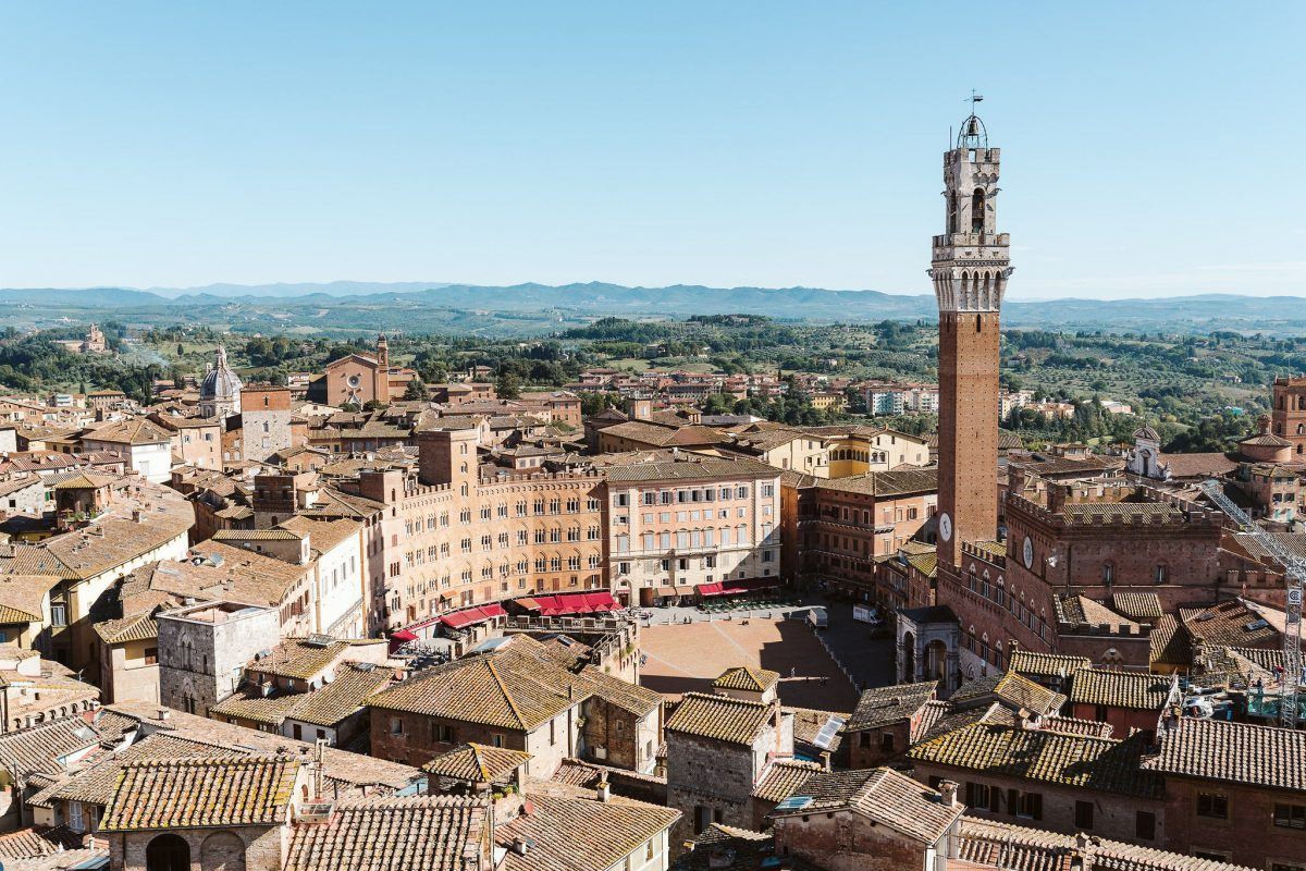In Siena emotional shooting for Italy for Weddings